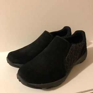 Merrell - slip on shoes - size 8 - like new